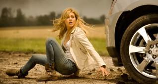 Tessa Yeager (Nicola Peltz) tries to outrun some SOG operatives sent to capture Optimus Prime.