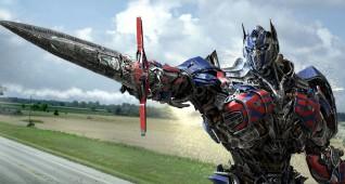 optimus-still-2-sword-pointing