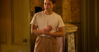 Emory Cohen as